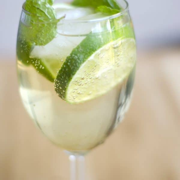 Hugo Cocktails: Elderflower, Mint, Lime, And Bubbly