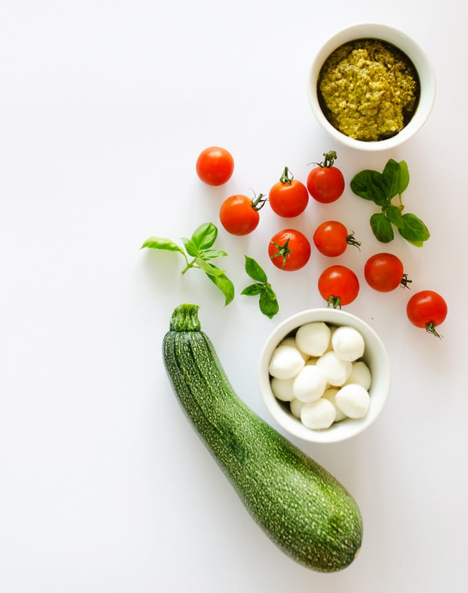 Spiralized Zucchini Caprese Salad in a Jar