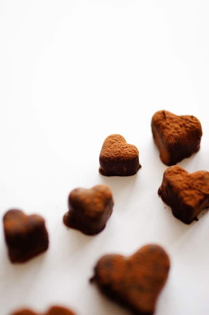 With Valentine's Day right around the corner, here's a recipe to help you spoil your health-loving loved one! These chocolate fruit truffles are super tasty, have just 2 ingredients, and take only 15 minutes to make.