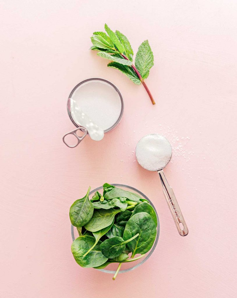 Ingredients to make mint popsicles