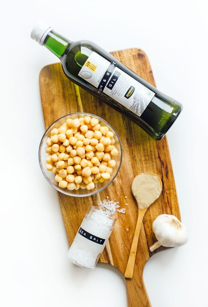Ingredients to make homemade hummus