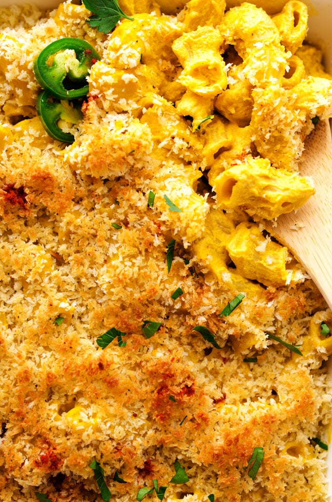 Cheesy, crispy, and ultra-creamy…you need this Smoky Jalapeno Vegan Mac 'n' Cheese in your life. You didn't know it, but now you do.