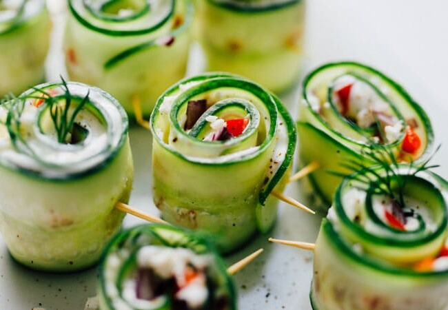 Love sushi but not a fan of how long it takes (not to mention the mess?) Today we're making Mediterranean-inspired Greek Sushi rolls that take everything good about Greek salad and wrap it up into a delicious sushi rolls!