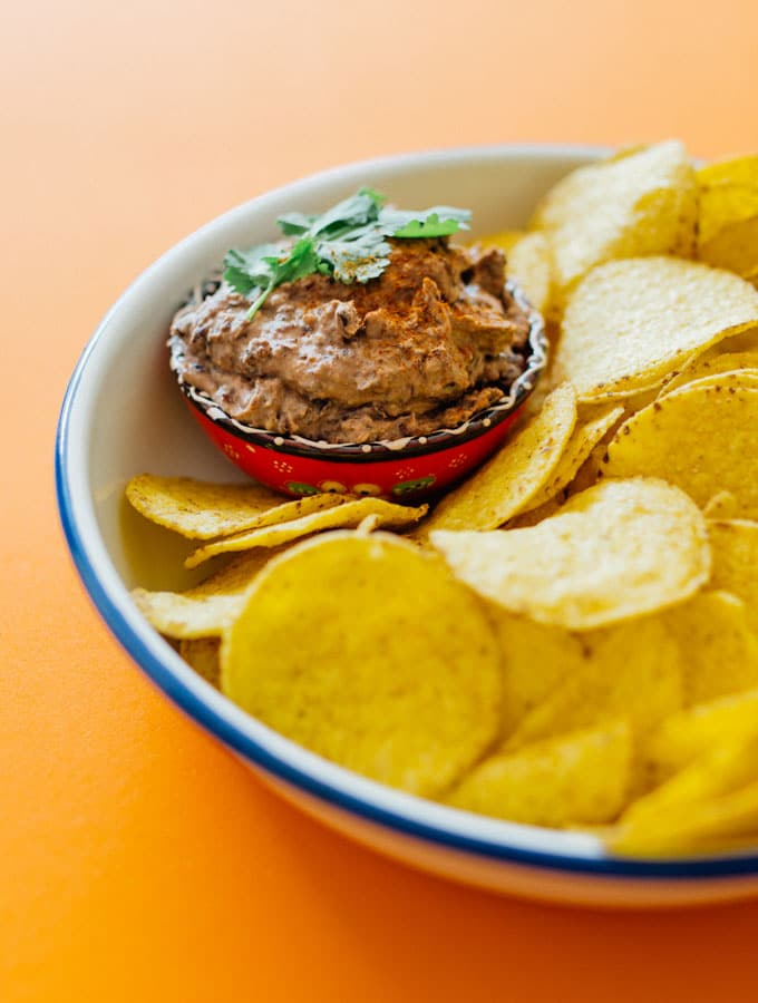 For when you need a tasty tortilla chip dip recipe but don't have more than 5 minutes to spare, this Easy Black Bean Dip recipe is coming to the rescue.